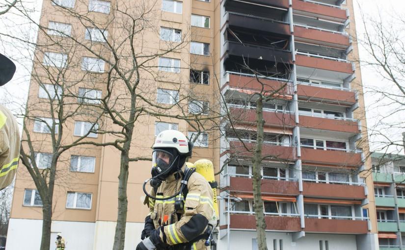 Brand in Hochhaus in Berlin-Spandau: eine Frau tot