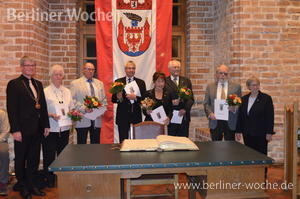 Goldene Zitadelle am Revers: Bürgermeister verleiht wieder die Ehrennadel – Berliner Woche