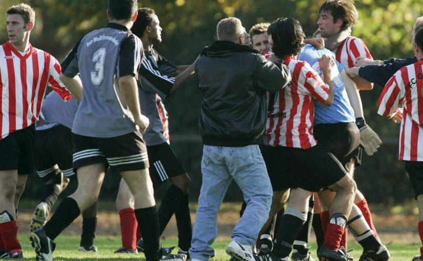 Tumult auf dem Dorfplatz: Gewalt im deutschen Amateurfußball – WEB.DE News